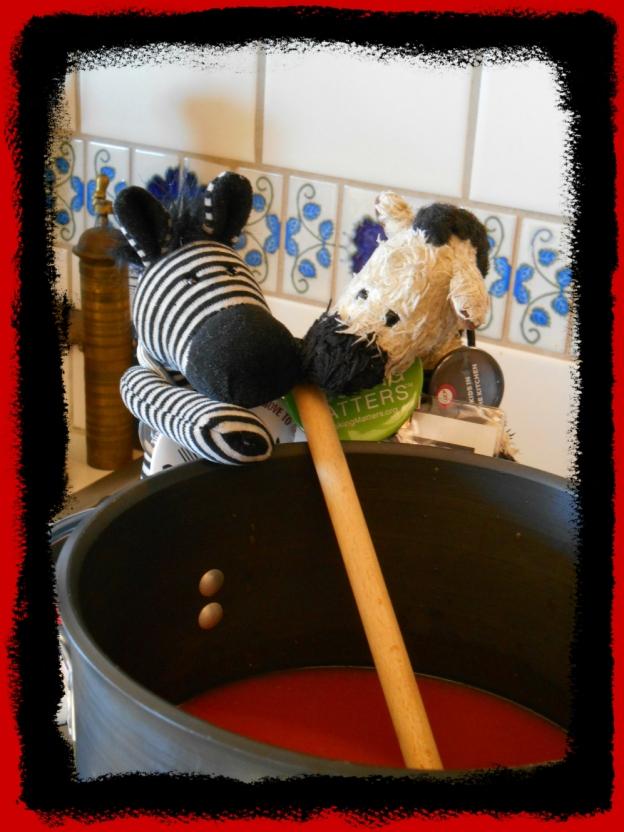 ZeBot & ZoeBot Make Elle's Tomato Soup